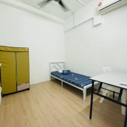 Room For Rent in SS4