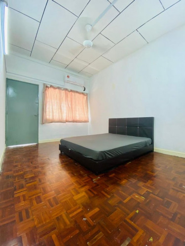 Room For Rent in SS21